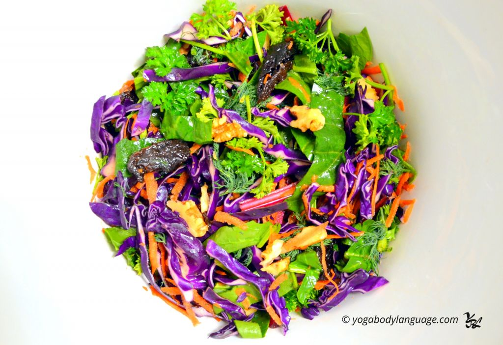 салат из капусты с черносливом и грецкими орехами