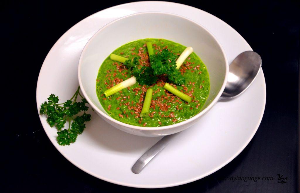 сыроедческий суп-пюре из шпината с семечками льна